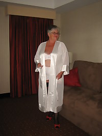 Sexy mama in all white. Wearing her sexy kimono lovely white bra and vintage open bottom girdle. Cum see whats undern