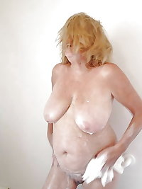 Sexy Granny with big boobs! Amateur!