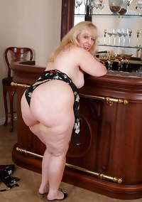 Blonde fat granny babe undresses and shows her ass