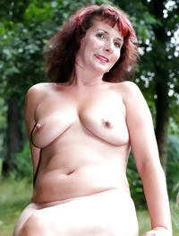 Sexy Mature Milf Posing By The Lake