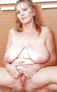 This granny English muff gets a warm creampie
