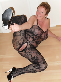 Naughty housewife playing with her dildo and pussypump