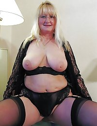 This horny granny slut wants the taste of cock in her mouth