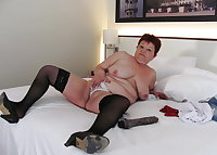 GRANNY  SPREADS HER USED CUNT