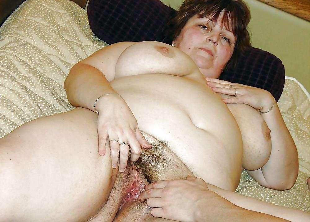 Секс с толстушку ебут огромным хуем красотки